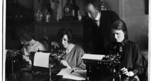 Kathleen McKenna, centre, at work in Cadogan Gardens, London during the 1921 Treaty negotiations